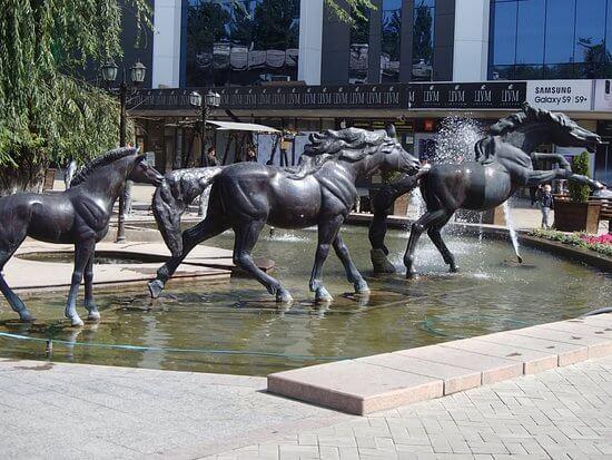bronze horse fountain