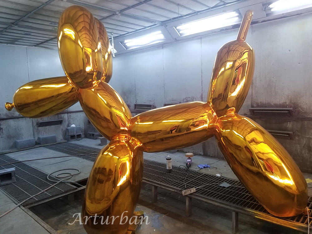 balloon dog statue