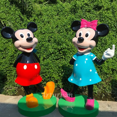 mickey and minnie mouse statues