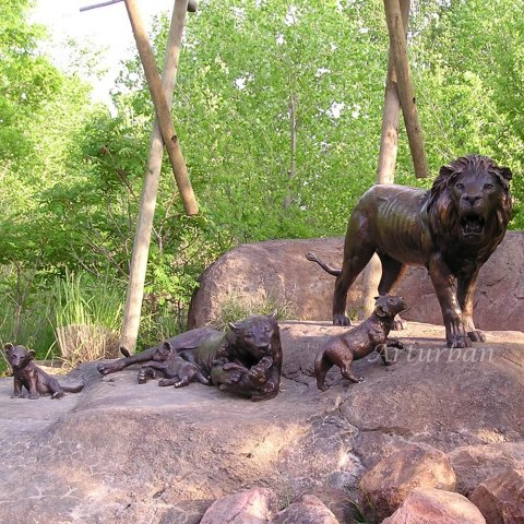 bronze lion statues outdoor