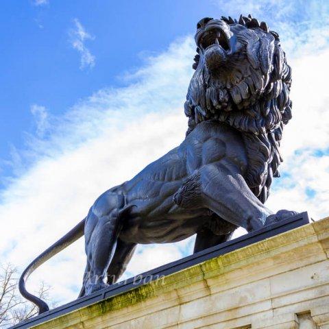 lion entrance statue