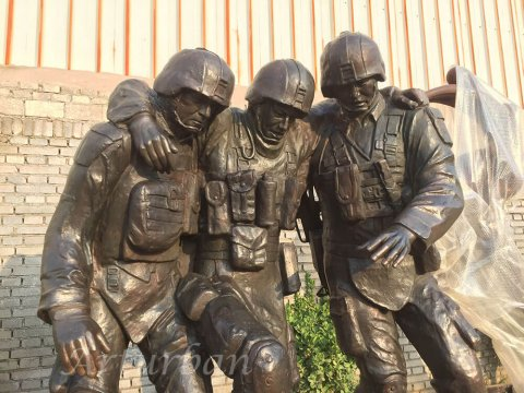 outdoor military statues