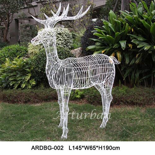 metal deer statuee