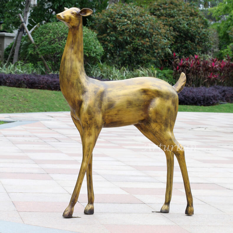 lawn ornament deer