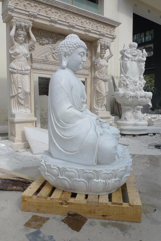 sitting buddha statue