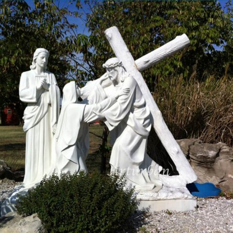 statue of jesus carrying the cross