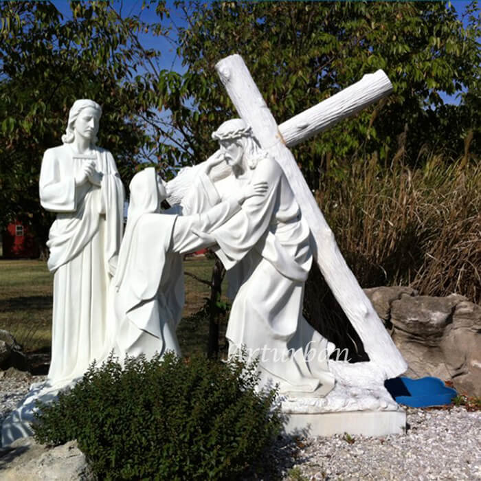 jesus carrying cross statue