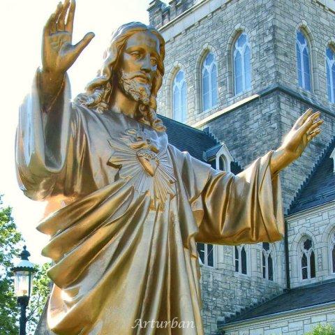 gold jesus statue