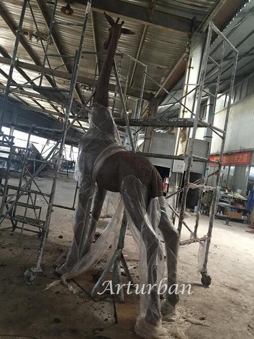 giraffe statue outdoor