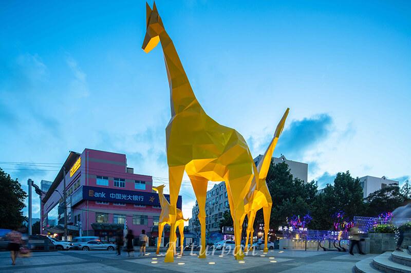 metal giraffe sculpture