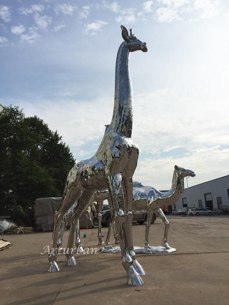 metal giraffe garden sculpture