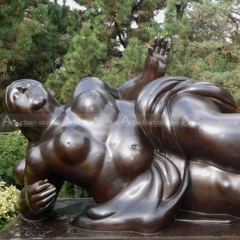 fernando botero fat lady sculpture