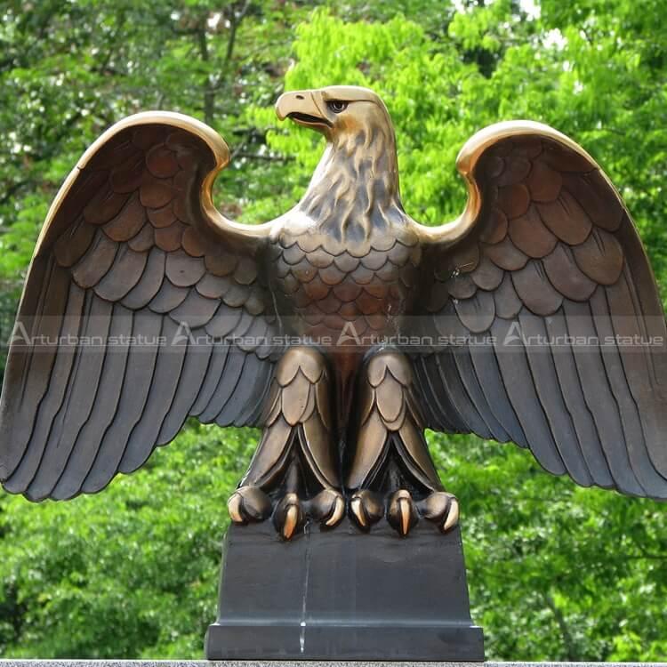 eagle birds statue