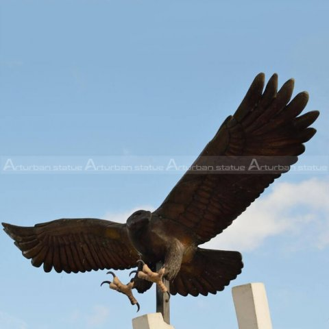 bald eagle outdoor statue