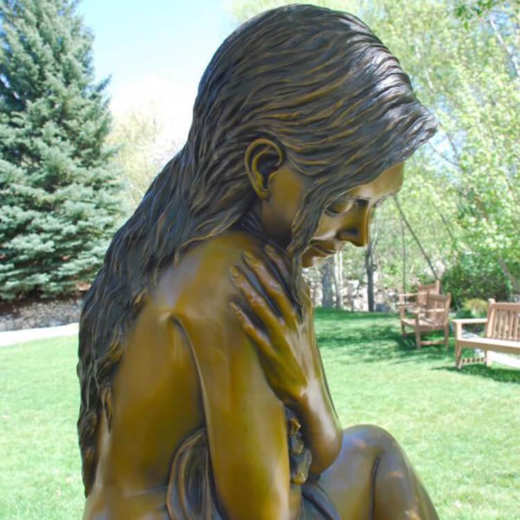 nude woman sculpture