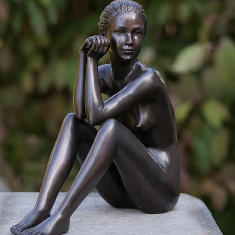 female nude statue