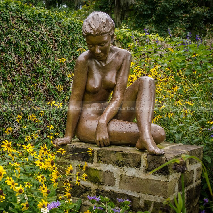 nude girl sculpture