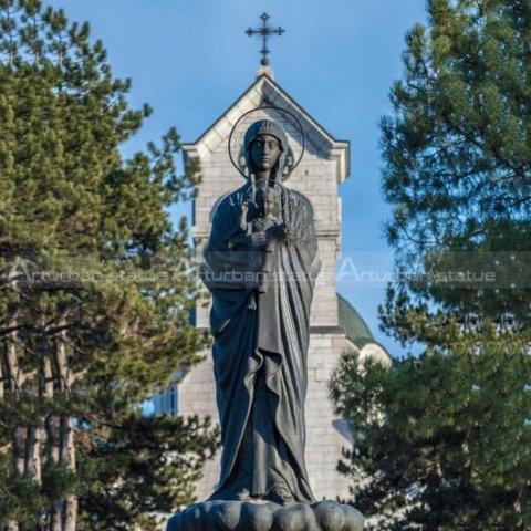 mary holding jesus statue